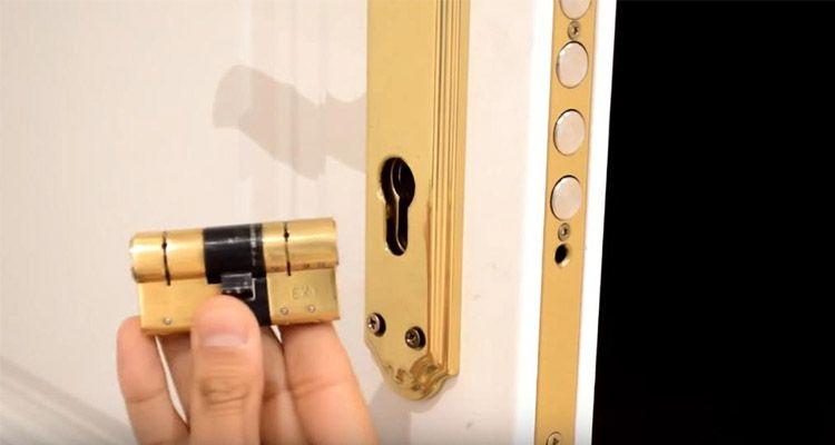 cambiar el bombin de una puerta