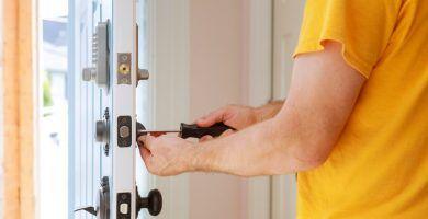 cambiar la cerradura de una puerta blindada